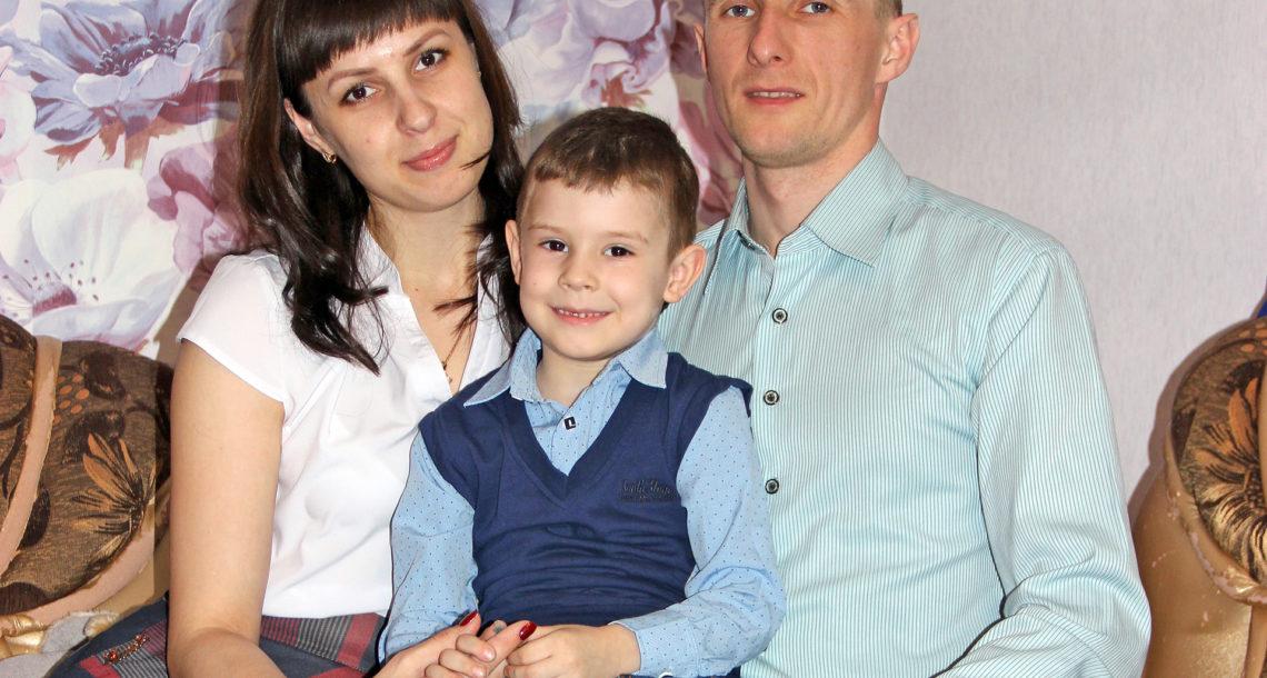 Татьяна, Денис и маленький Глеб Овчинниковы лучше всего себя чувствуют, когда удается собраться вместе