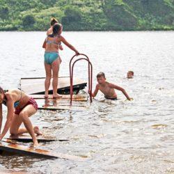 Юные жители Нязепетровска рады солнцу и воде