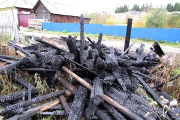 В Нязепетровске пожар уничтожил запас дров на зиму