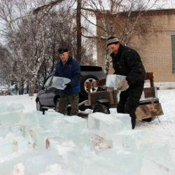 Строительство снежного городка в Нязепетровске