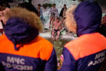 Жители Нязепетровского района напомнили правила купания в проруби