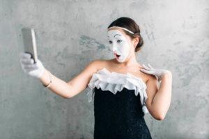 В Челябинской области стартовал фотоконкурс «Селфи в театре»