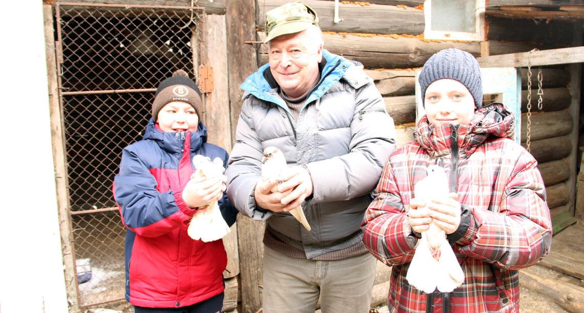 С.Н. Золотов из Нязепетровска и его птицы
