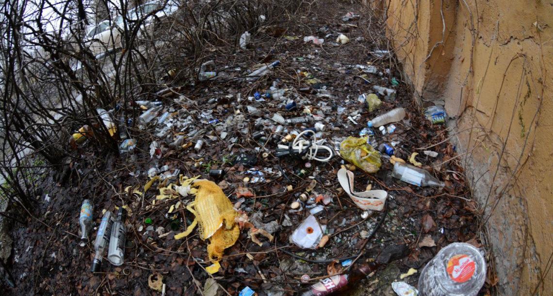 Пакеты от школьного молока улицы Нязепетровска не украшают