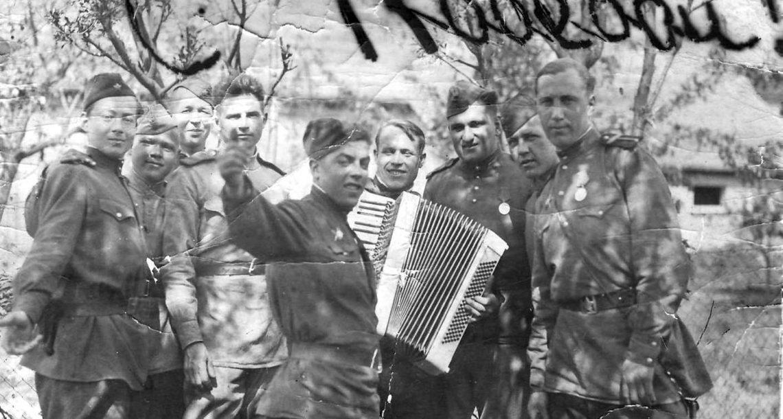 Фронтовики из Нязепетровска в Берлине в 1945 году