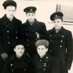 Ю.П. Беляев с сокурсниками из Нязепетровска