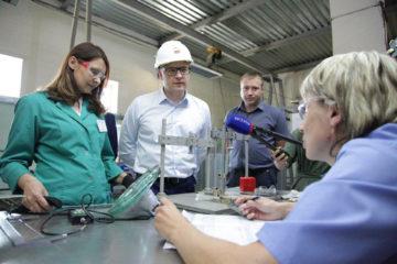 А. Текслер на заводе в Южноуральске