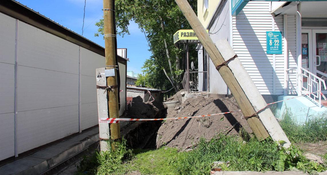 В Нязепетровске столб стал помехой для ремонта теплотрассы