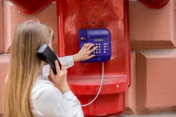 : С таксофонов можно звонить бесплатно