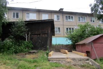 Строительство во дворе в Нязепетровске