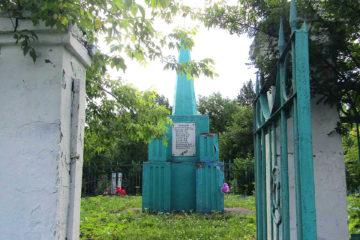 Монумент на городском кладбище в Нязепетровске