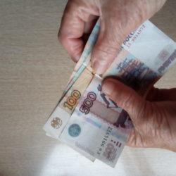 Пенсионеры получат соцпомощь в августе