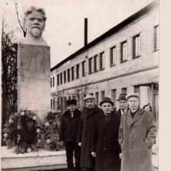 Памятник Калинину в Нязепетровске