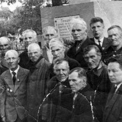 Памятник в Нязепетровске