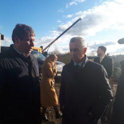 В. Тупикин проверяет ход строительства