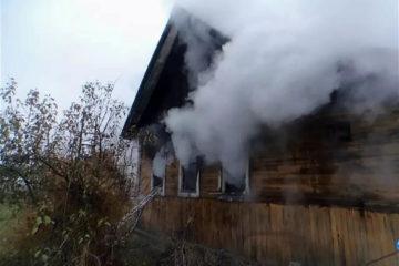 Брошенный дом в Нязепетровске чуть не сгорел из-за детей