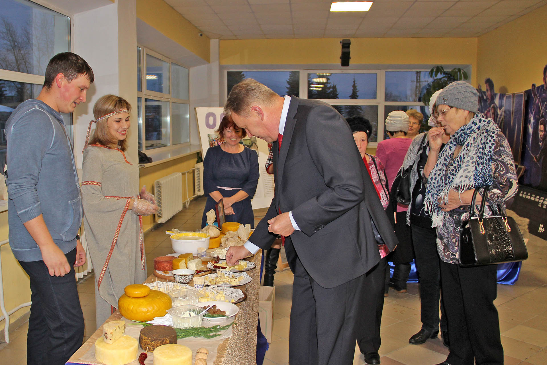 Дегустация сыра на празднике в Нязепетровске