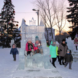 Трон в ледовом городке Нязепетровска