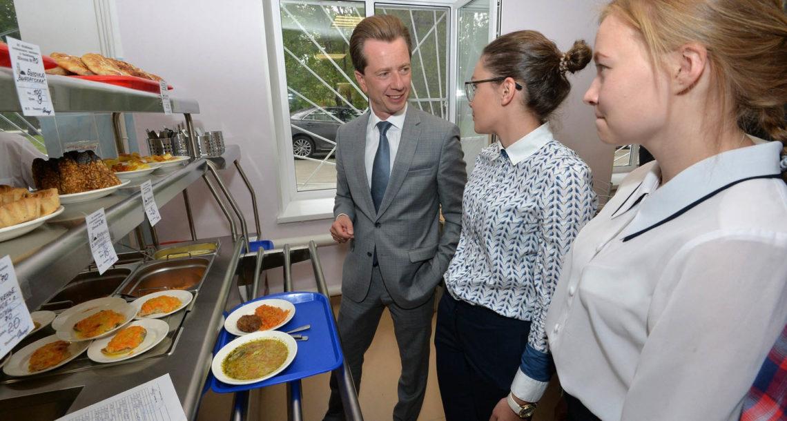 Ученики начальных классов будут бесплатно получать горячее питание