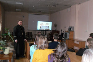 И. Николай общается с нязепетровскими школьниками