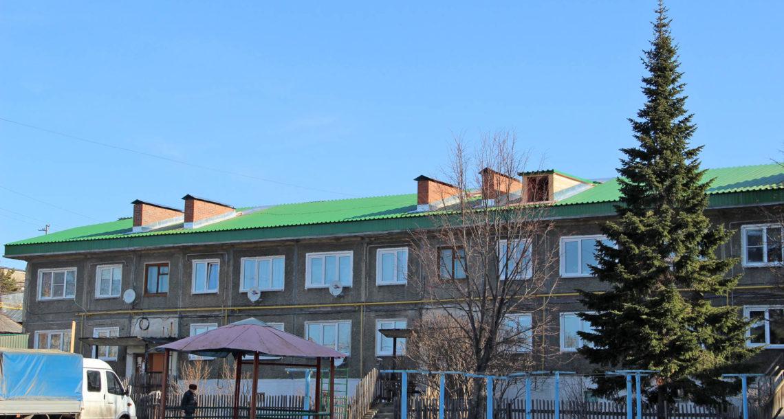 На домах в центре Нязепетровска появится зеленый профнастил