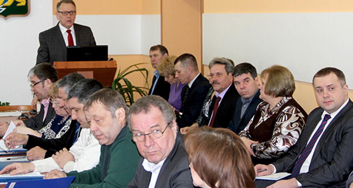 Глава района отчитался перед депутатами об итогах работы за год