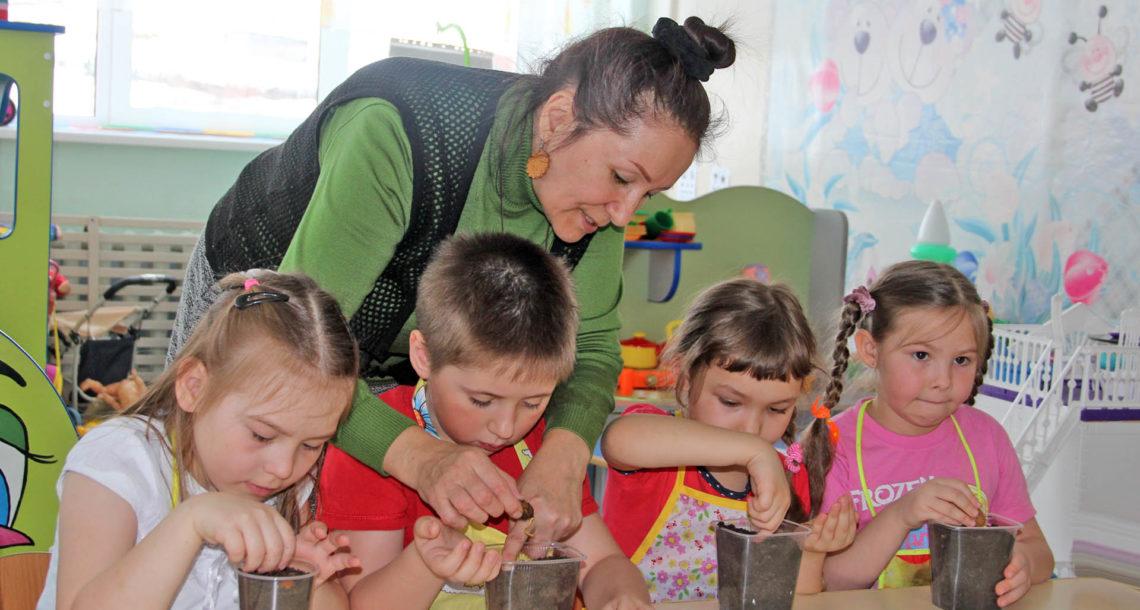 Малыши из Нязепетровска посадили деревья для Сада Победы