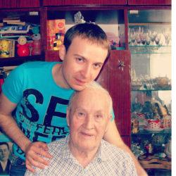 М. Гаубец с дедушкой