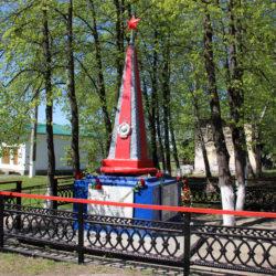 Обелиск в железнодорожном районе Нязепетровска