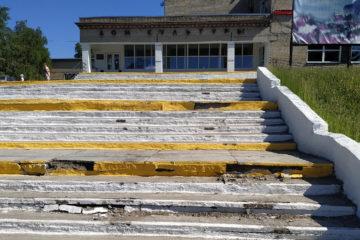 Площадка перед РДК в Нязепетровске пострадала от вандалов