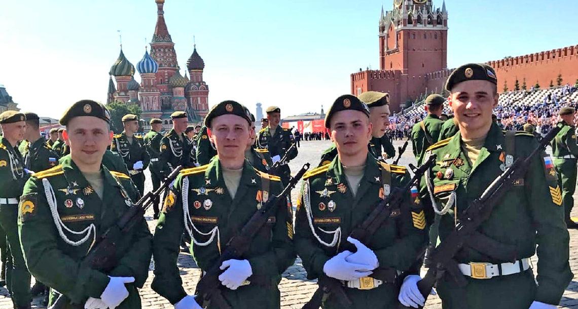 Участник Парада Победы в Москве Антон Пашов
