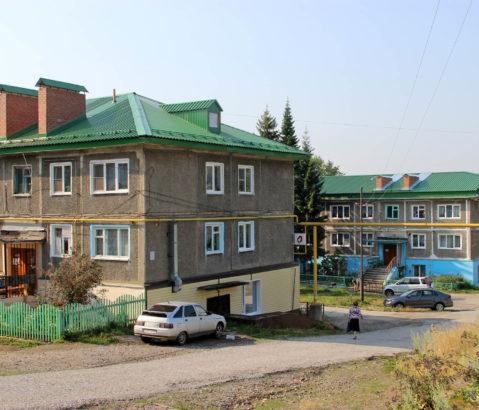 Новые крыши домов по ул. Мира в Нязепетровске