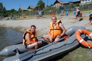 За безопасностью на городском пляже Нязепетровска следят спасатели