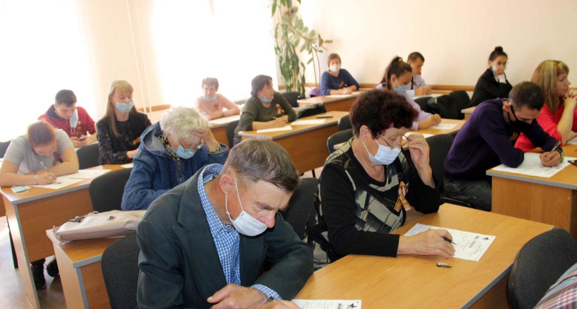 Участники «Диктанта Победы» в Нязепетровске