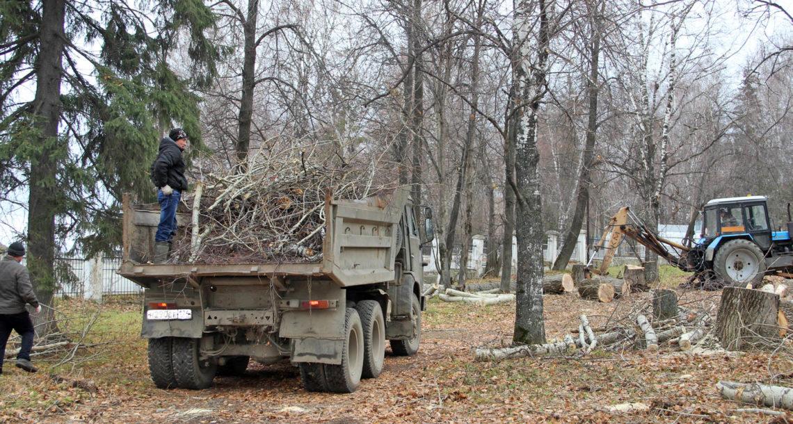 Работы в городском саду Нязепетровска