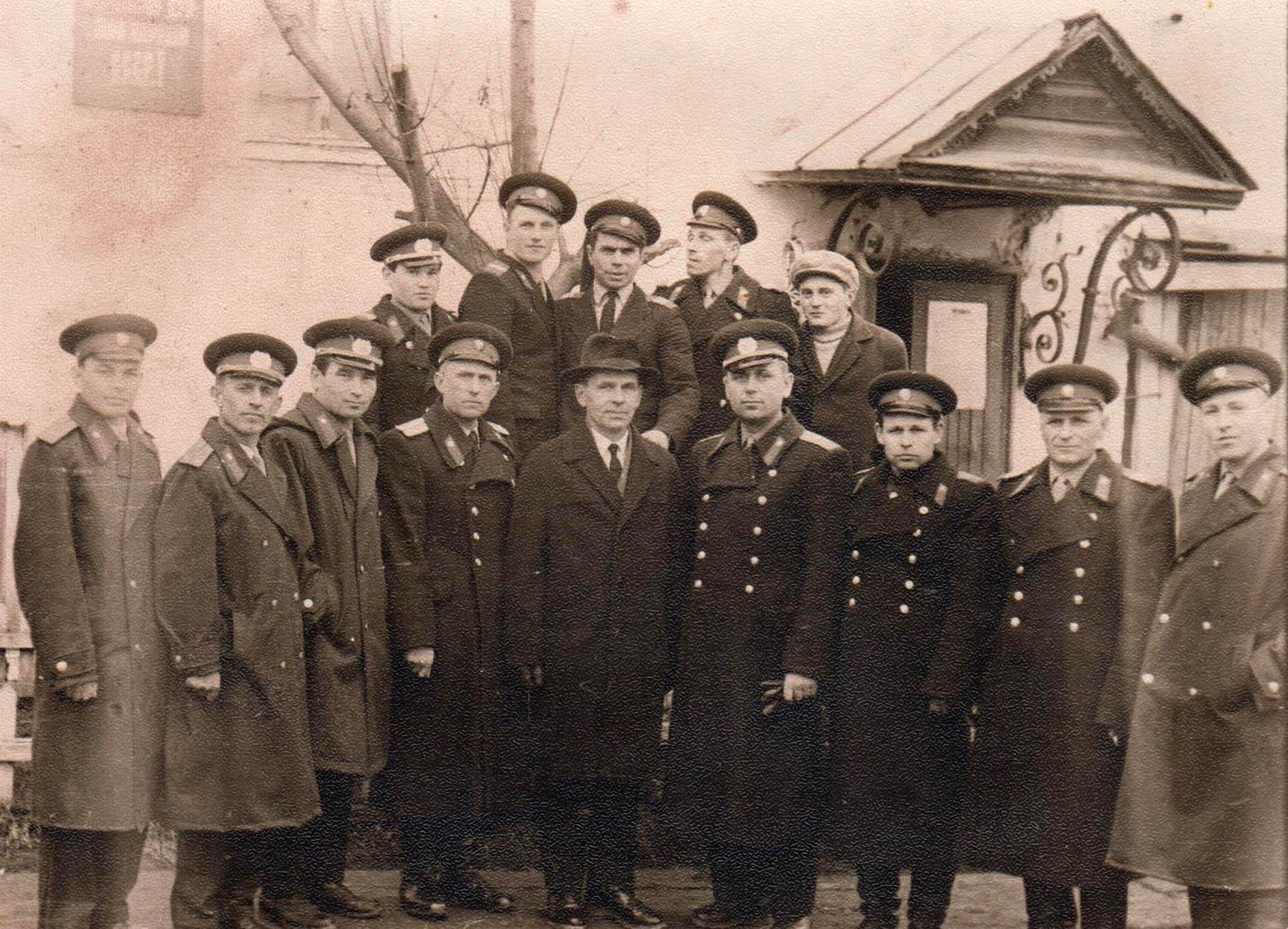 Группа сотрудников милиции. 1967 г. В центре председатель райисполкома В. М. Нестеров и начальник райотдела милиции Е. Г. Клименко