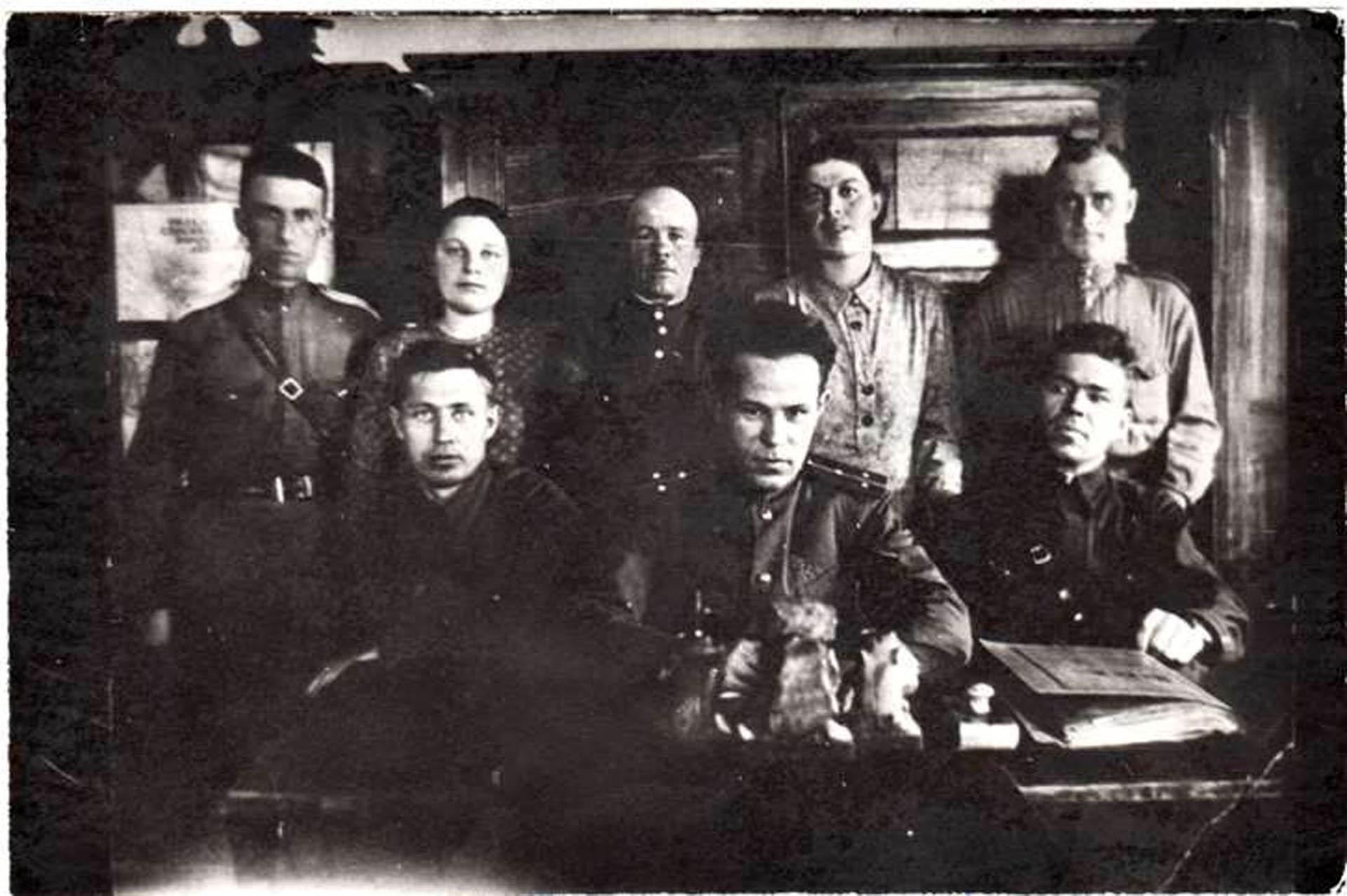 Сотрудники милиции в Нязепетровске, фото 1943 года.