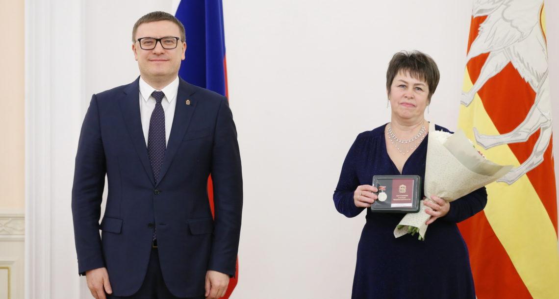 Алексей Текслер вручил знаки отличия «Материнская слава»