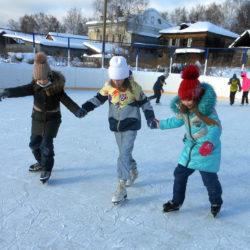 Школьники на катке в Нязепетровске