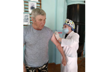 Жители Нязепетровского района ставят прививку от коронавируса